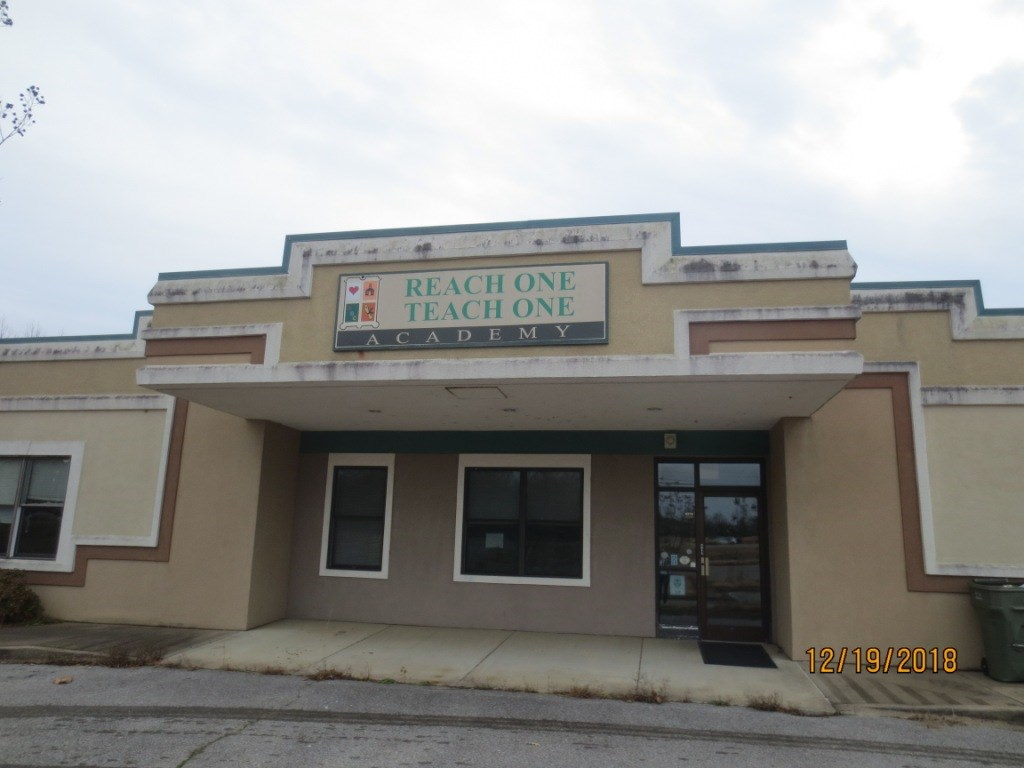 This is the opportunity you've been waiting for. Large commercial property for your business home! Hwy 64 frontage, perfect location, over 7700 sq feet to set up any business. Multiple rooms for offices, or large retail space. Reconfigure this gem to fit your needs. Private and public bathrooms, kitchen, laundry room, & lots of closet spaces. Reception area features another private office as well. Let your business creativity run wild in this highly sought after space.