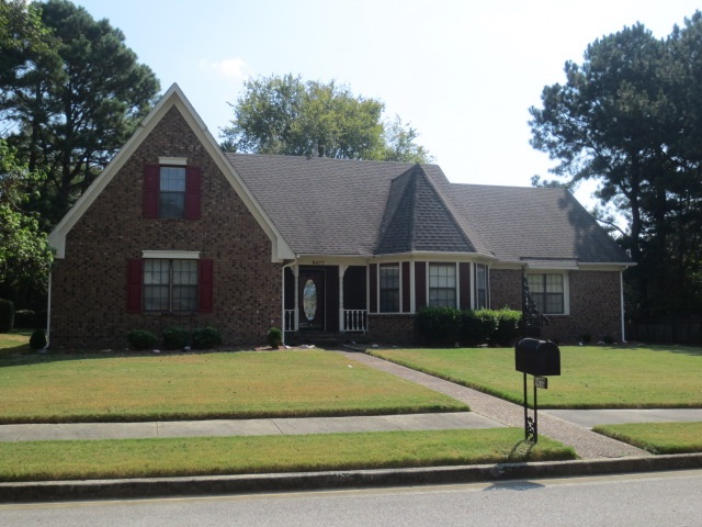 Fantastic 4 bedroom, 3 bath home in Countrywood community location.  Large lot with evening shad on the garage and parking area. Formal dining room, greatroom with gas log fireplace. 2 bedrooms downstairs.  2 car garage, bonus room, 2 bedrooms upstairs and a full bath upstairs.  Neutral color scheme throughout.