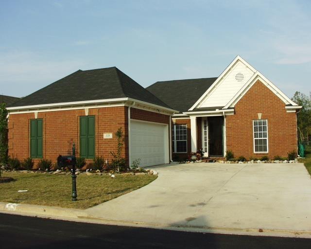 338 FOUNTAIN LAKE DR, Memphis, TN 38120