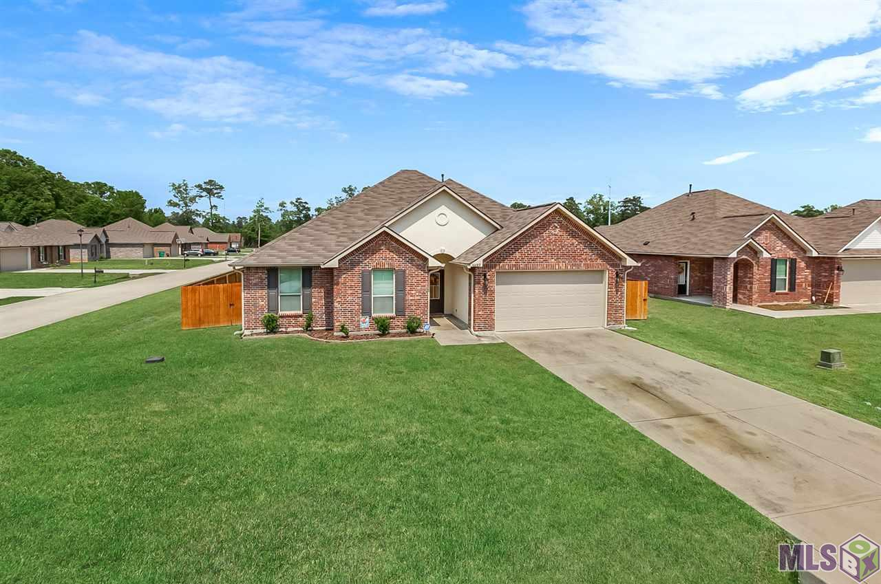 Come take a look at this well-kept home in Ponchatoula Trace that sits on a corner lot! The open floor plan makes the home a great place to entertain. Granite countertops in kitchen & bathrooms, engineered wood flooring in living area. Ample storage spaces throughout home. Master bath features double vanities, garden tub, & separate shower. Back yard is fenced in w/ two gated entries. Quick access to I-55, I-12 and in close vicinity of all the amenities of town. You don't want to miss out!