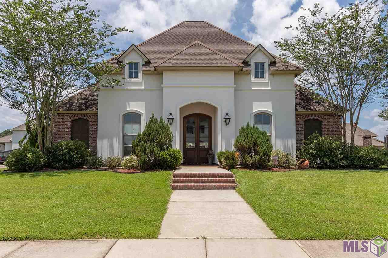 8707 LAKE CARRIAGE DR, Baton Rouge, LA 70817