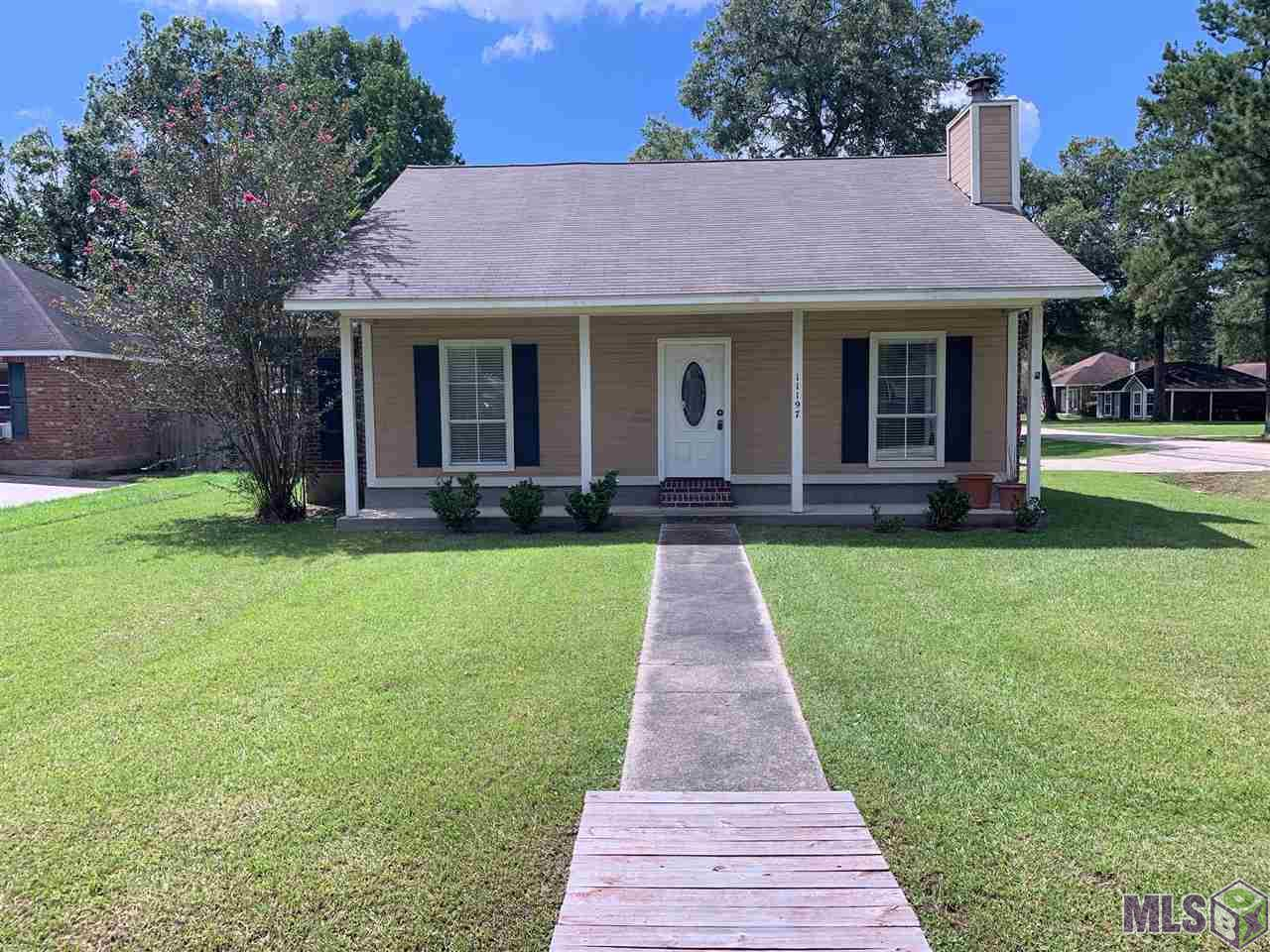 11197 VILLAGE GREEN DR, Greenwell Springs, LA 70739