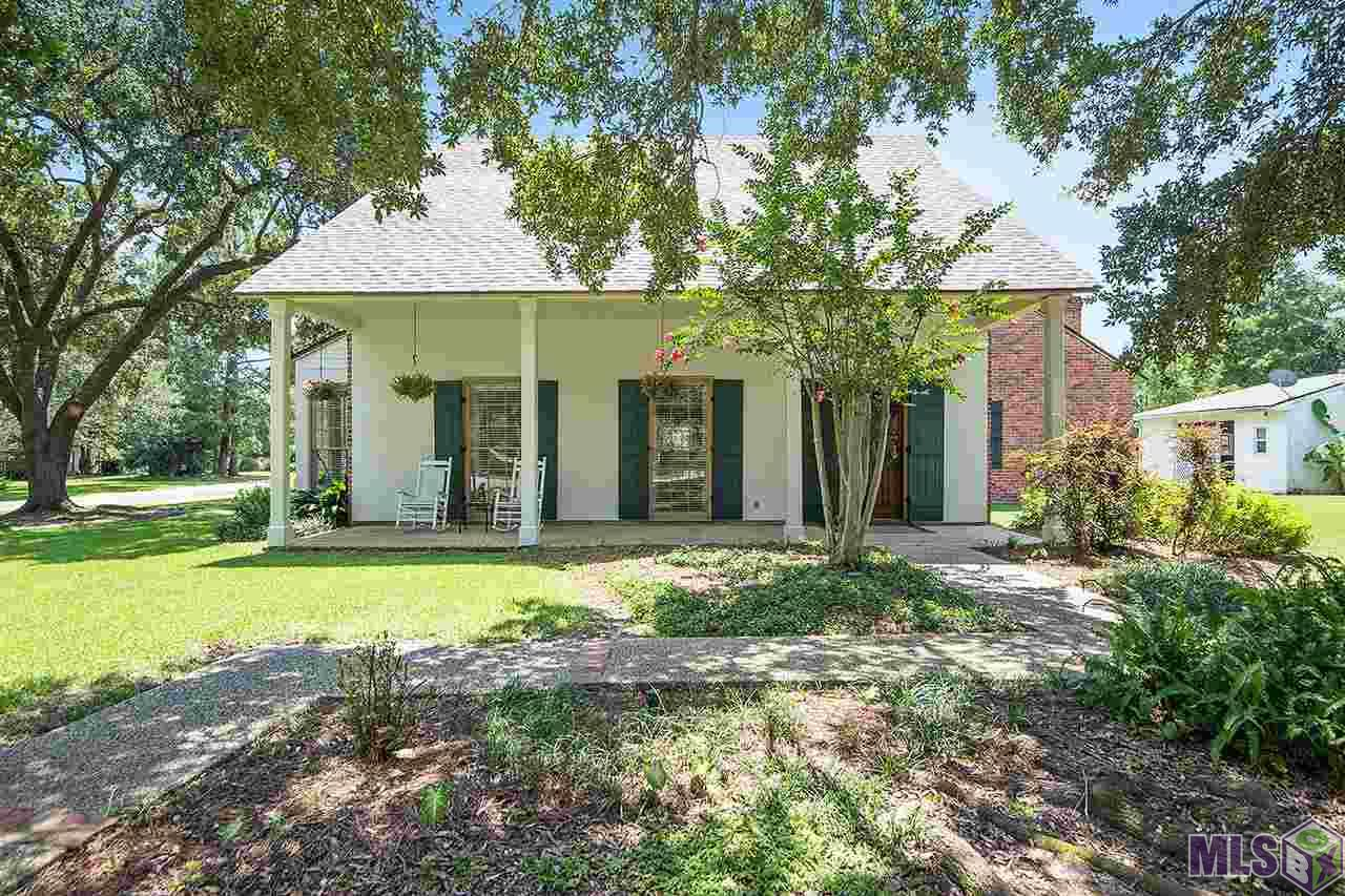 Southern charm at it's finest! Lovely Acadian style home on a corner lot in desirable Lakeside with two majestic live oak trees and views of the lake. Enter through the antique reclaimed double front doors and prepare to be amazed. Antique brick and reclaimed wood is used throughout to create a warm and inviting feeling. New wood flooring, restored cypress cabinetry, beadboard ceilings and a floor plan ideal for entertaining. Private master suite with two walk in closets, jacuzzi tub and separate shower. Three guest bedrooms upstairs with a total of 3 sinks with a jack and Jill layout. In addition to the spacious front porch there is a quaint rear patio area with swing and fountain. 2 car rear carport with a storage room, brand new Platinum architectural shingle roof with a 25 year warranty and newly installed windows.