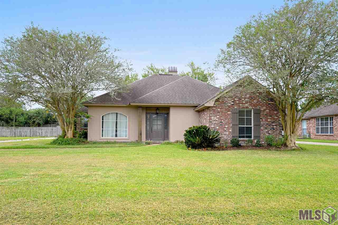 Attend Prairieville schools and enjoy the family-friendly community but easily get to Baton Rouge. Close to: splash pad park- 6 mins, schools (Bullion Primary- 8 mins; Prairieville middle- 10 mins; Dutchtown High-11 mins according to apsa.org), restaurants, and much more. Many showings begin in the foyer, followed by the formal dining room to the left and then enter the spacious living room. Walking through the living or dining room you enter the kitchen. The spacious kitchen has brand new ceramic tile floors, concrete counter tops, and Stainless steal appliances. The master bathroom has his and hers vanities, jacuzzi tub and separate shower. The back yard is fully fenced great for pets and the kids to play safely. The extended patio makes for a great entertaining spot for summer BBQ's and birthday parties. Don't miss your opportunity to own this amazing home in one of the most convenient areas in Prairieville!