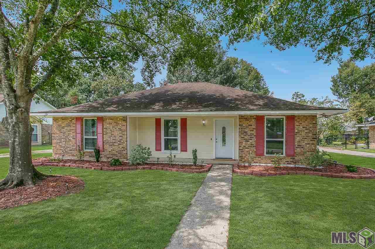 BEAUTIFUL TOTALLY RENOVATED 3 BEDROOMS AND 2 BATHROOM HOME IN DESIRABLE MONTICELLO SUBDIVISION. THE KITCHEN HAS BEEN TOTALLY UPDATED WITH  NEW ALL WOOD CABINETS, ALL NEW STAINLESS STEEL APPLIANCES, BEAUTIFUL SLAB GRANITE COUNTER TOPS WITH TUMBLESTONE BACKSPLASH, AND PORCELAIN TILE FLOORING. THIS HOME FEATURES A LARGE FAMILY ROOM WITH HIGH QUALITY WOOD LAMINATE FLOORING AND CROWN MOULDING.  ALL THE BEDROOMS ARE NICE SIZE WITH BOTH BATHROOMS UPDATED WITH NEW LIGHT FIXTURES, BEAUTIFUL CUSTOM TILE TUB SURROUNDS, SLAB GRANITE COUNTER TOPS, AND CUSTOM MIRRORS AND A JETTED TUB INT HE MASTER. THIS HOME HAS ALL NEW WINDOWS THROUGHOUT. YOU WILL LOVE THE REAR CARPORT AND HUGE BACKYARD PERFECT FOR ENTERTAINING. 100% RURAL DEVELOPMENT FINANCING AVAILABLE. NO FLOOD INSURANCE REQUIRED.