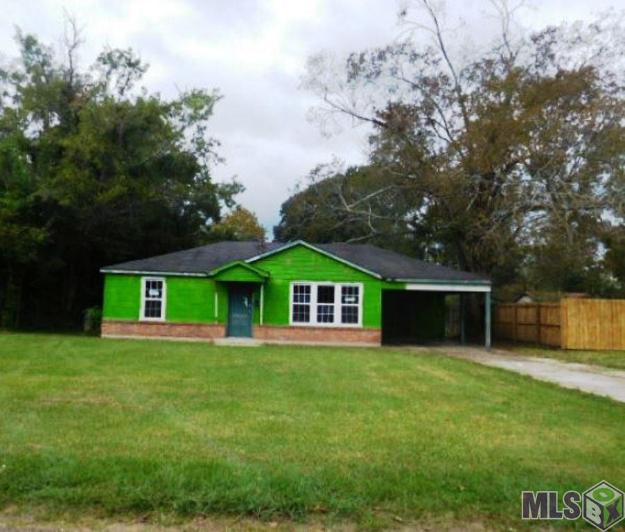 This three bedroom, one bath home is a blank slate to make your own! Work is  required to make this home move in ready but could be worth the effort.  Whether  you decide to customize this home for yourself or rent it out, this house could  be a great option.
