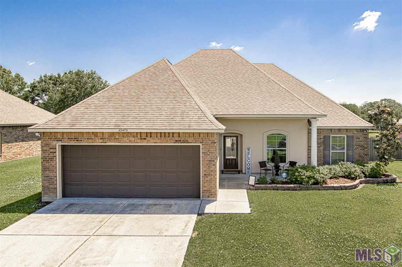 Amazing, extremely well kept, 4 bedroom home that's waiting on you! Home's features includes an open floor plan, vaulted ceilings, crown molding and gas fireplace. Kitchen has an eat- in kitchen island and large walk in pantry for extra storage. Owner's suite features jetted tub, separate shower, dual vanity and great walk in closet. Backyard is perfect for entertaining with fully fenced in yard and covered patio. Home has not flooded and does not require flood insurance. Come buy and see!